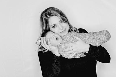 00006--©ADHPhotography2018--Watkins--NewbornFamilyMini
