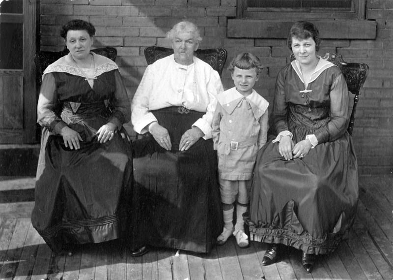 Sarah Marks Weinthal, Matilde Marchant Marks, Eli Kahn, Carrie Weinthal Kahn; four generations