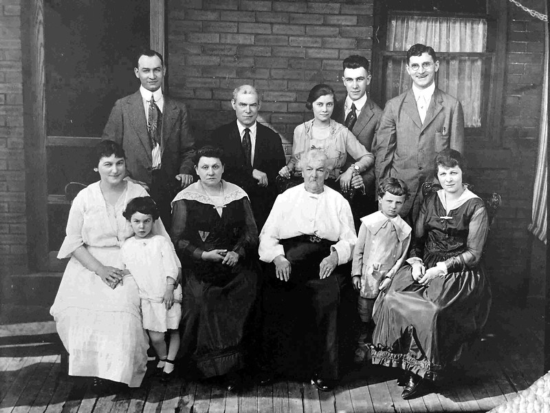 Pgh ca 1918; Solon, Fannie, Jeannette, Sarah Marks Weinthal, Matilde Marchant Marks, Eli Kahn, Carrie Weinthal Kahn, others in back row