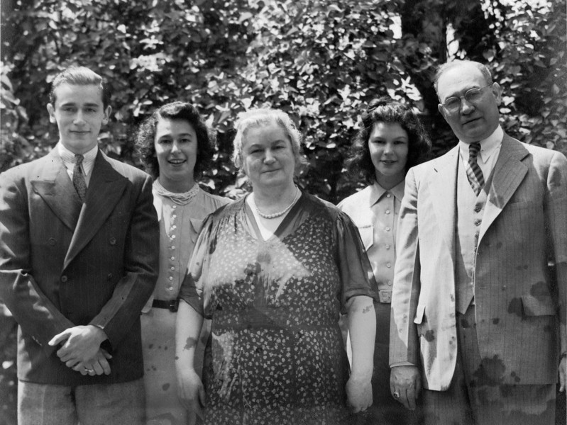 Weinthal family ca 1942