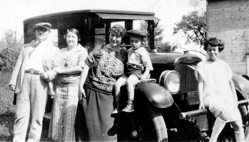 Joseph Buka (?), Pepe Arnheim Buka (?), Fannie, Stanley, Jeannette ca 1926