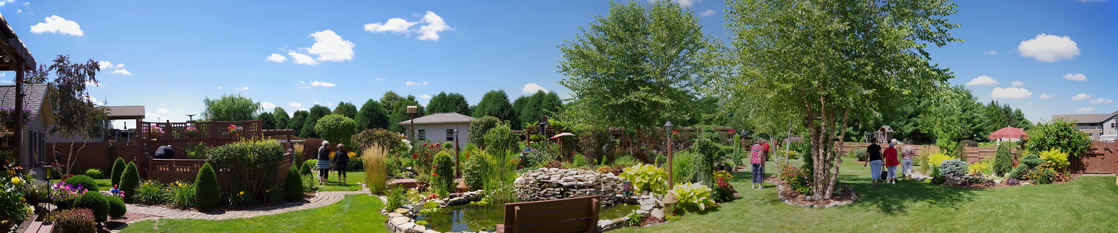 You need panorama vision for this garden
