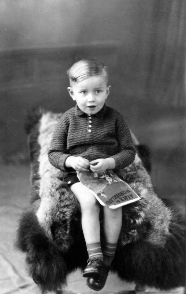 Bachgen Mathellaî (Matilda..chwaer George. Magwyd Matilda yn Froncysyllte... dim perthyn. Foster parents).