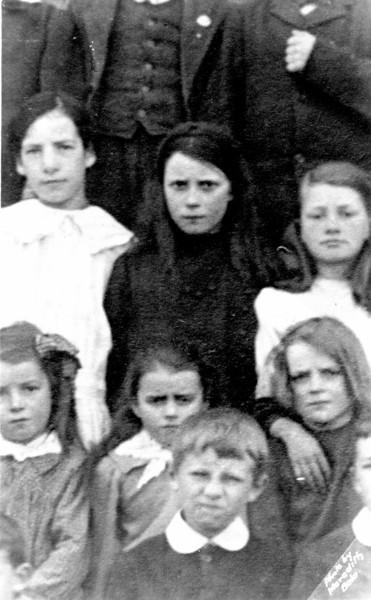 Jeannie Williams (Temperance - Cynwyd), Auntie Olwen (chwaer George), ??, Eunice (Gregory), ??, Auntie Elsie (chwaer George), Dewi Moses Williams