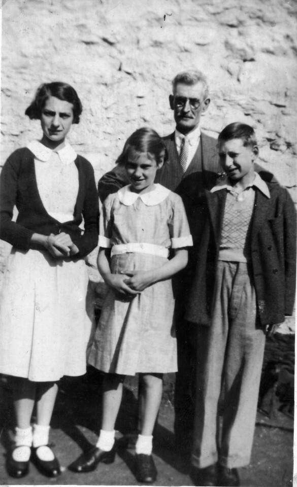 Evelyn (Merch Kitty a Johnny) , Haf, ?? a John Williams ìTeiliwrî, Pig Swch.