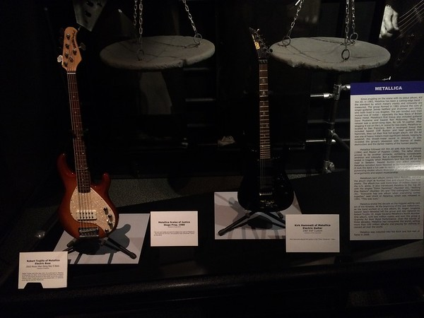 Robert Trujillo bass, Kirk Hammett guitar