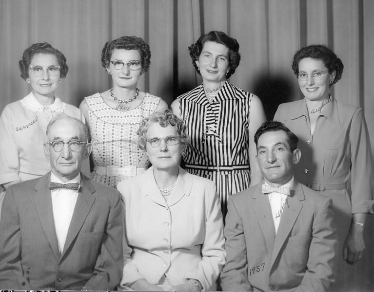 20090107-Stupfel Family 1957 Carmel, Irene, Carole, Delphine, Camille, Kathryn, George-1233SM