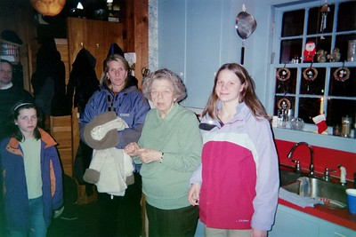 Rod,Emma,Anna,Mom,Elsie 03 at Jeffs 03 Xmas