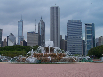 Buckingham Fountian / Chicago Skyline