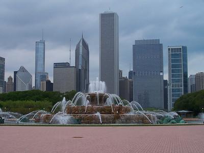 Buckingham Fountian / Chicago Skyline