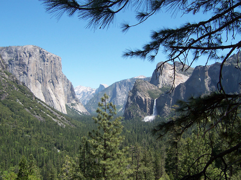 Yosemite Valley from Highway 41 tunnel exit.  Left-to-right: El Capitan, Clouds Rest, Half Dome, Bridal Veil Falls.