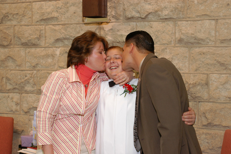 Zak's Aunt Jackie and Uncle Bob giving smootchies!