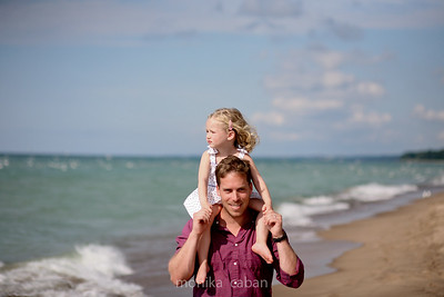 Lifestyle family portrait photographer, Chicago, Michigan.