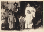 Calvin Henderson Huff with Linnie Lee Huff (née Smith) holding Sylvia Genevieve. Clockwise from there: Ina Artisa, Odell Henderson, Evelyn Elva, Kelsie Thomas, Alice Geneva, and Myrtle Lee.