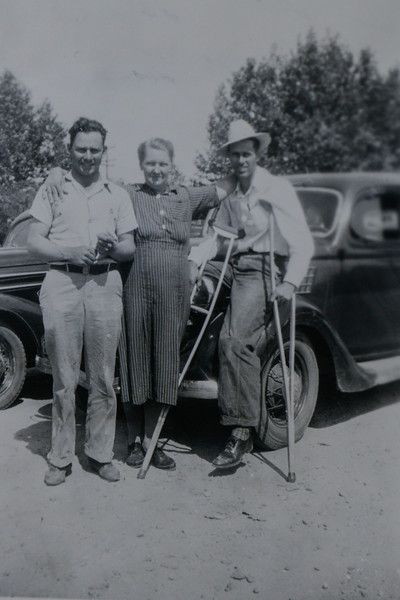 Albert Cain Huff, Jr, Linnie Lee Huff (née Smith) and Lora Albert Huff