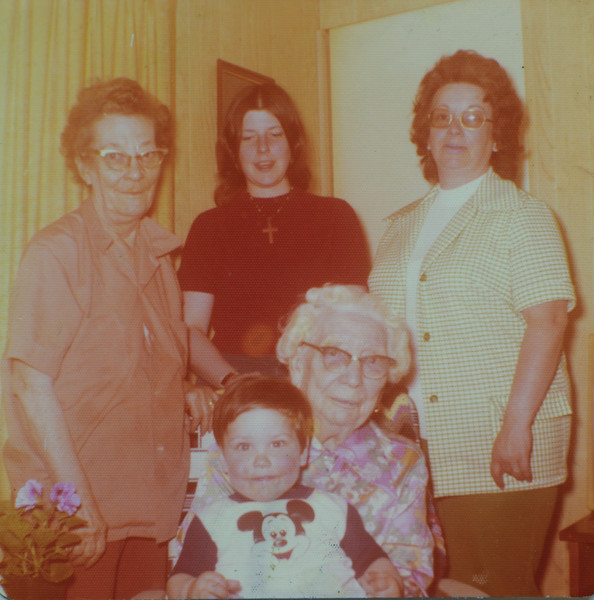 Joan Lillian Thurston, Patricia Jo Ann Huff, Irene Mae Reeve (née Thurston, née Cabana), Eugenia Cabana (née Bishop), Kelsie Odell Huff