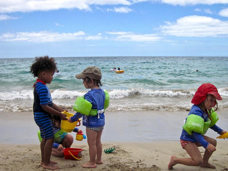 Kids on the beach: Baye, Makeda, Anahita (kneeling) and Clio (right.)