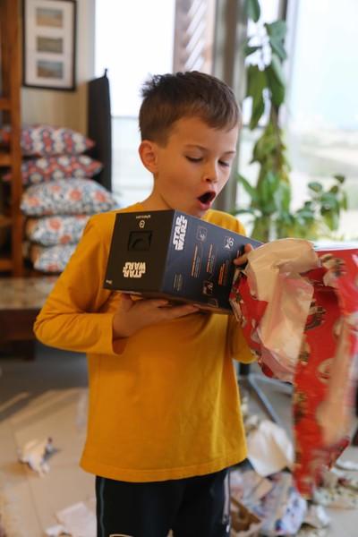 Taio opens a Star Wars BB8.
