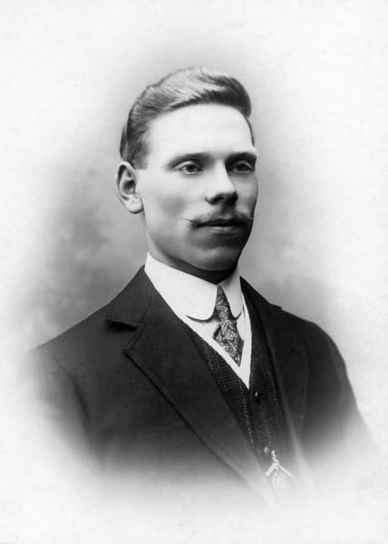 Arthut Hogg, 1911