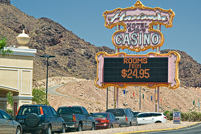 Who says you can't find a cheap place to stay in Vegas.