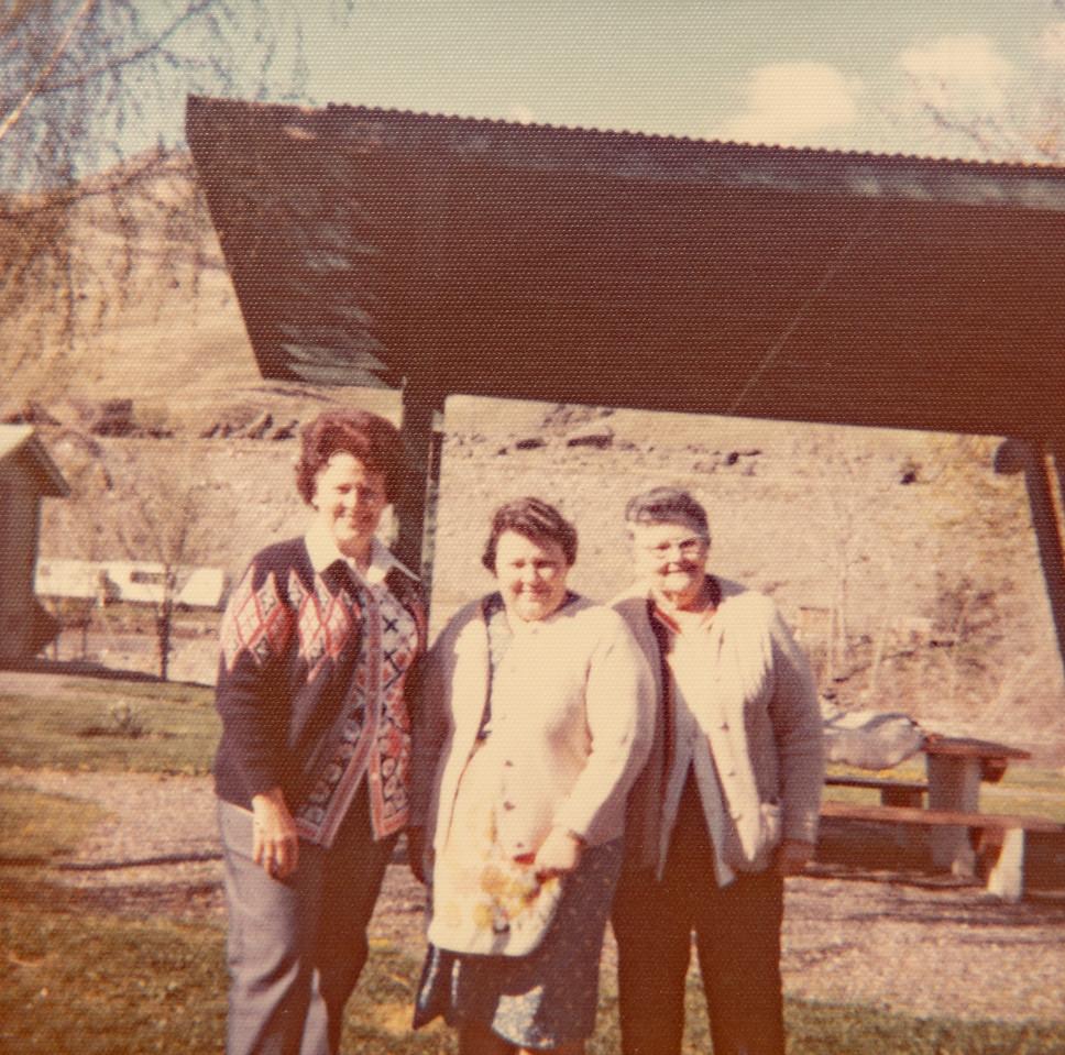 Mae Betty, Helan and Joephine Piersol in Spalding Park, ID?
