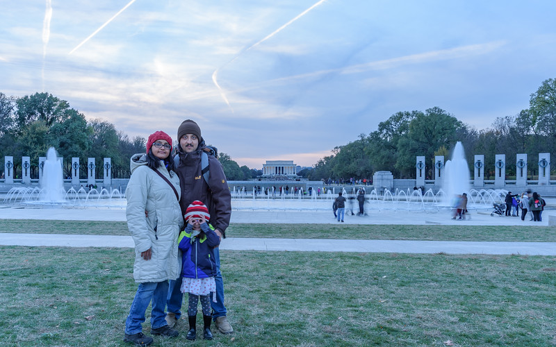 at World War II memorial & Lincoln Memorial in the background