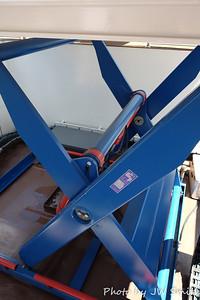 Pilot House Lift Mechanism