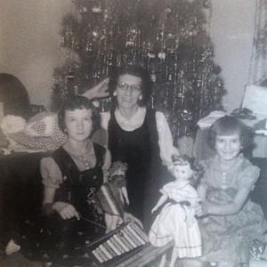 1950s_mom_barb_grandma_xmas_1