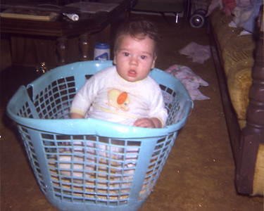 1972_aaron_in_basket