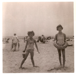 1957_mom_barb_beach