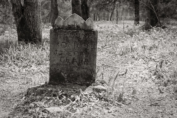 Walls of Jericho-B&W tombstone at Clark Cemetery