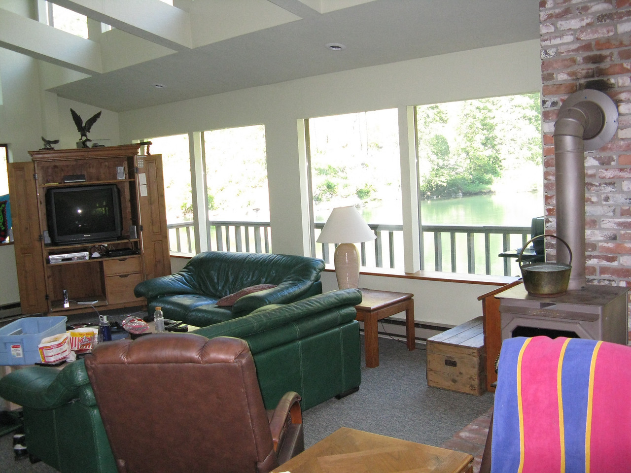 The living room area looks out on the Wenatchee River.