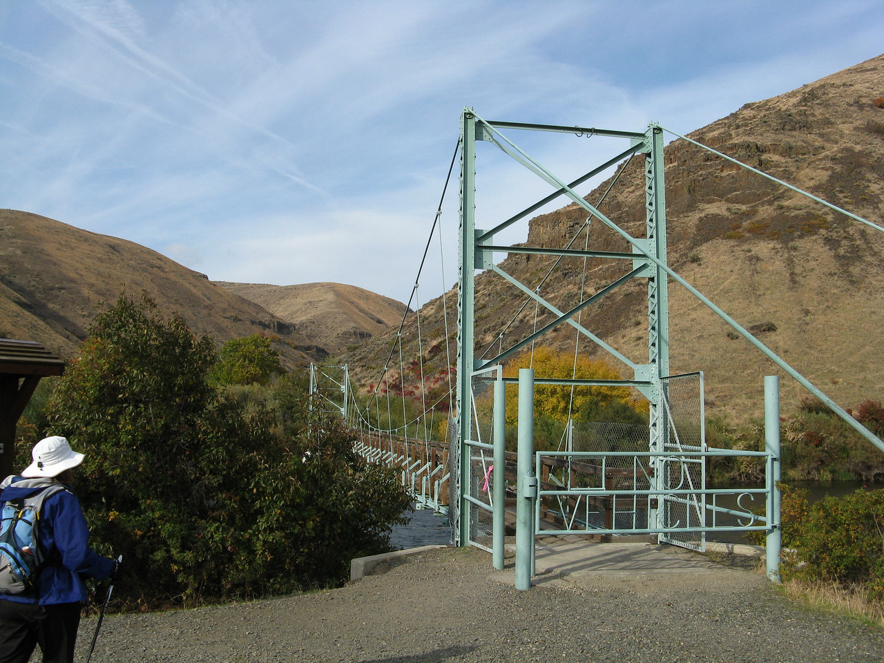 The foot bridge crosses the Yakima River and takes us to the mouth  of Umtanum Creek.