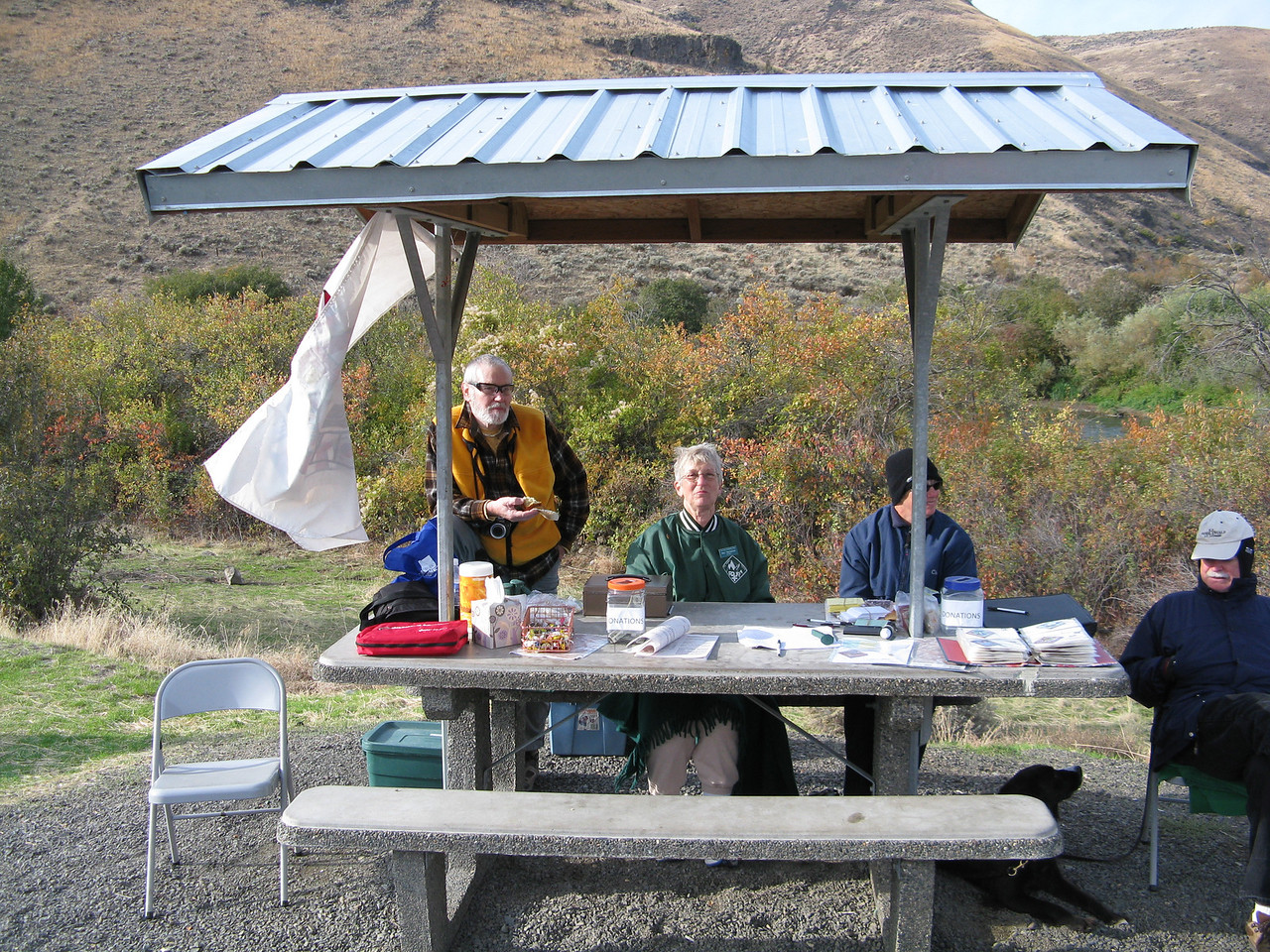 This is the registration table at the beginning of this Volkssport event.  It was cold -- about 46 degrees -- at 10 a.m. on this sunny October Sunday morning.   This trek was a weekend event sponsored by the Fourplus Foolhardy Folks Volksport Club of Renton, Washington.