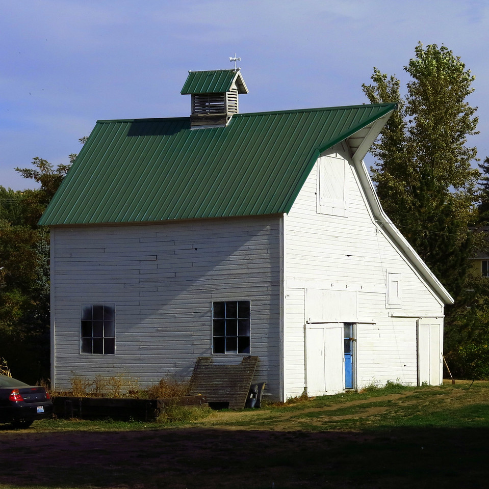 This interesting old barn sits in town in Dayton near the beginning of the volkswalk.