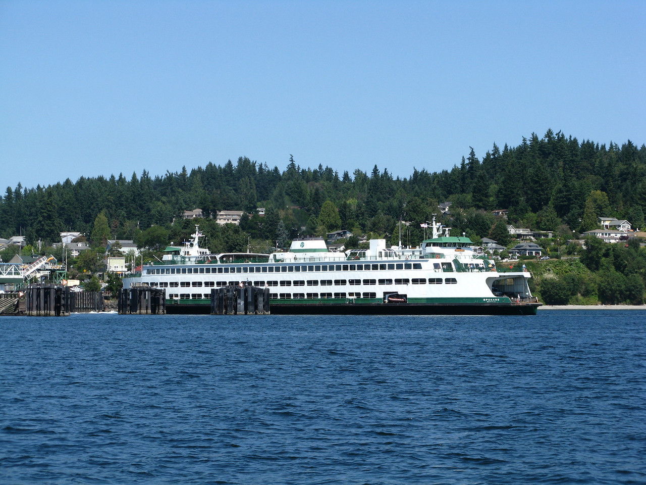 The Kingston-Edmonds ferry leaving the Kingston ferry dock.