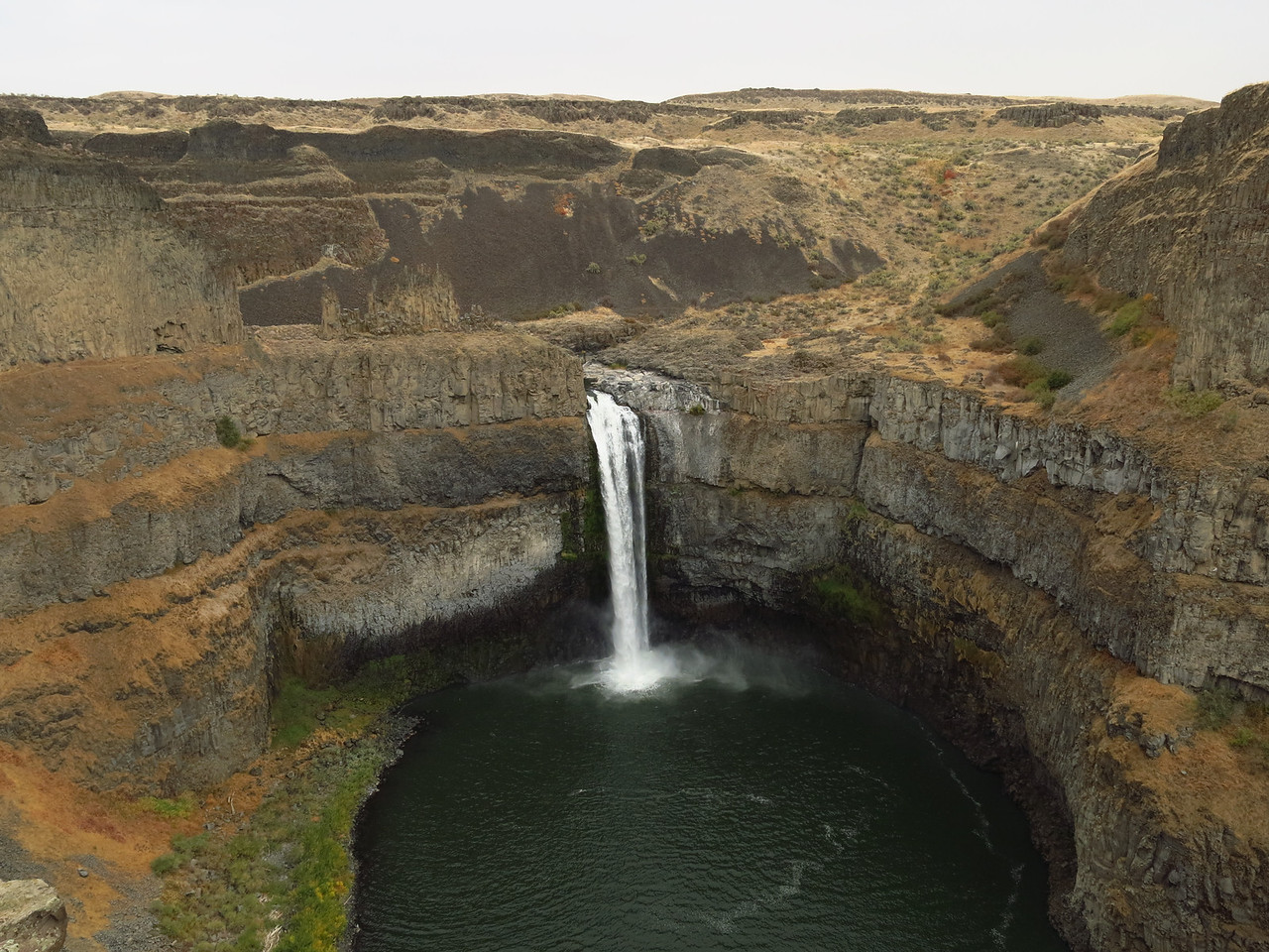 Palouse Falls lies just north of the confluence of the Palouse River with the Snake River near Lyons Ferry.