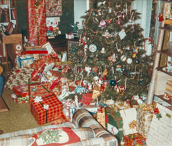 1983 tree and gifts