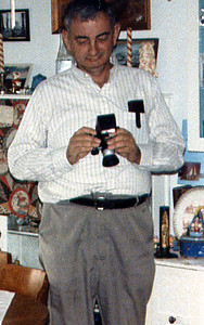 1984 Dad w/camera xmas morning