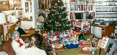 1985 tree and gifts