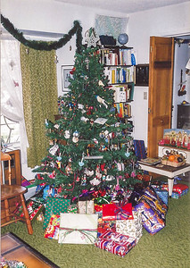 1999 tree and gifts
