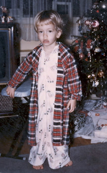 1958 tree, gifts, Ellen's new robe, in Plainview (Grandparents Levy's)