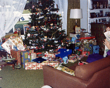 1982 Christmas tree & gifts