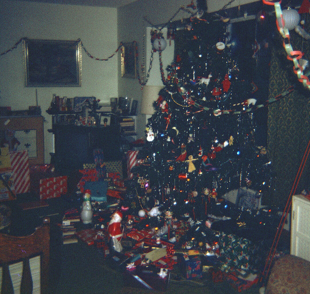 1974 tree and gifts
