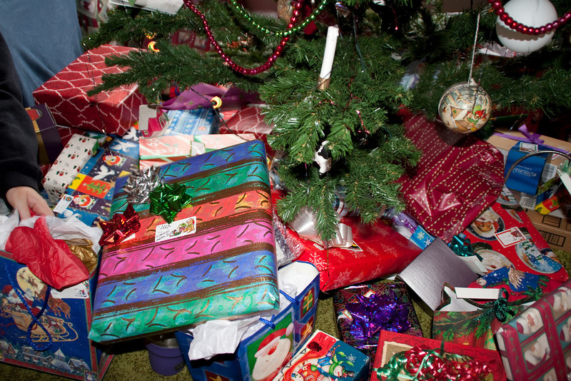 2010 tree and gifts
