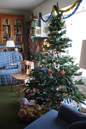 2011 tree and gifts