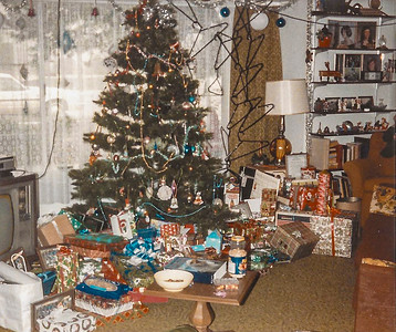 1984 tree and gifts