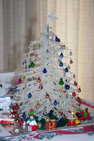 2010 mini tree and mini gifts