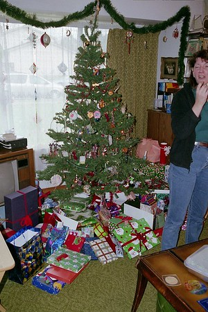 2005 Tree, gifts, Linda