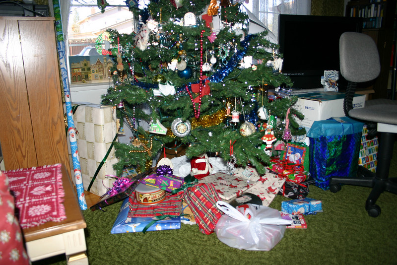 2007 tree and gifts